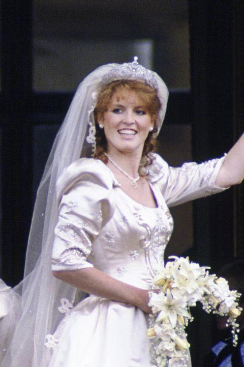 10 Hidden Details You Didn T Know About Sarah Ferguson S Wedding Dress Andrew Amp Sarah Ferguson