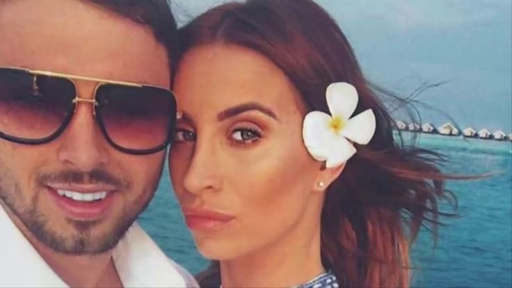 Ferne McCann: Ex-Towie star gives birth to baby girl   BBC news today