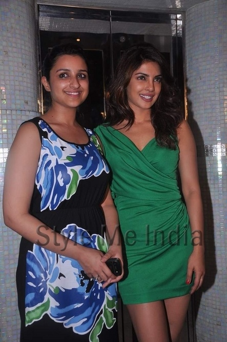 Priyanka, Parineeti Chopra and Arjun Kapoor enjoy the success of Ishaqzaade http://shar.es/qc93R