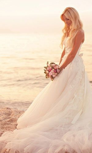 beach wedding dress by mariabelen.valenzuela