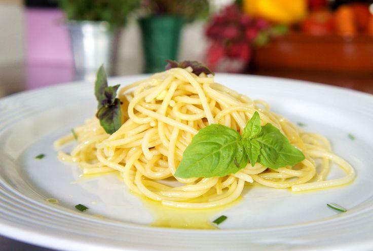 Aprenda a preparar a receita de Espaguete ao alho e óleo