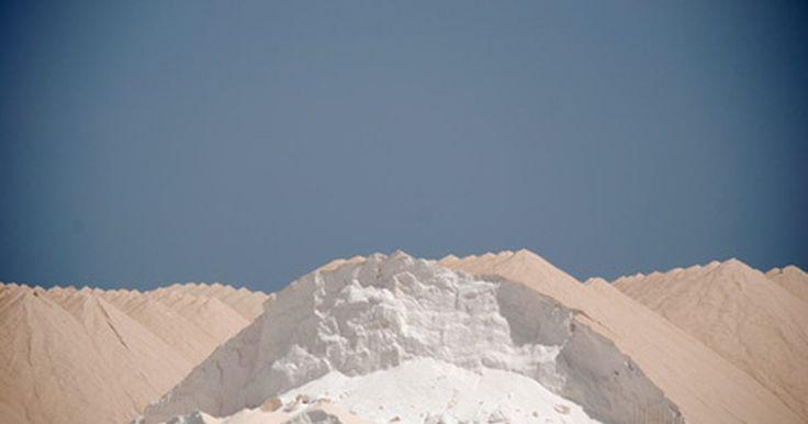Como obter matéria-prima para bicarbonato de sódio. O próprio bicarbonato de sódio é uma matéria-prima e, na natureza, ele existe como depósitos. Essa substância é encontrada na bile e em nascentes de água mineral; ela também pode ser encontrada em depósitos de natrão, mas o bicarbonato de sódio a 17% precisa ser separado do carbonato de sódio. Suas matérias-primas são carbonato de sódio, água e ...