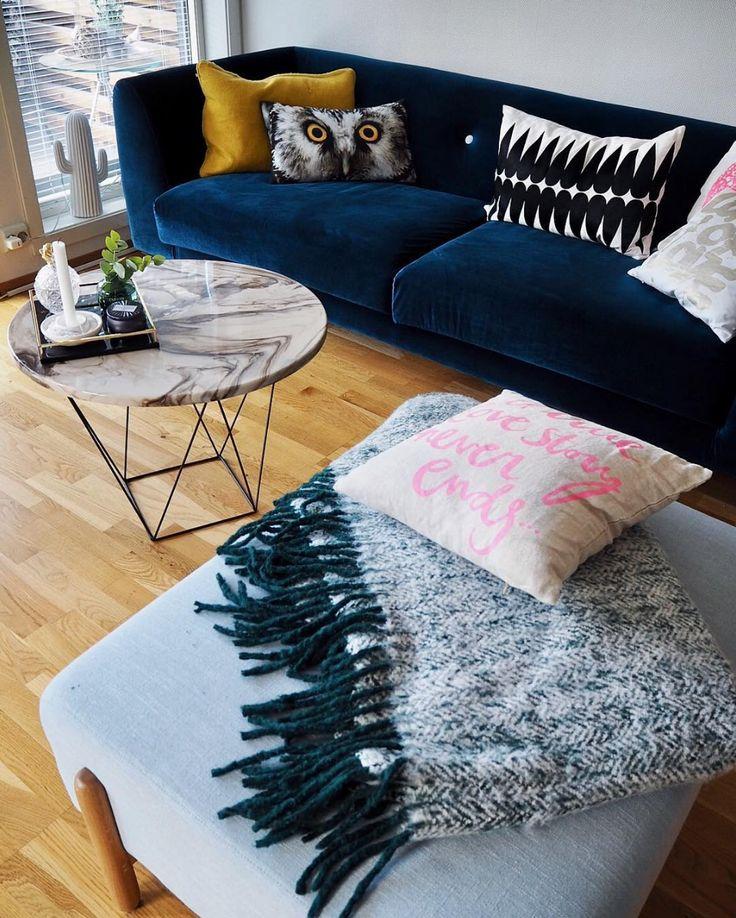 Der Eddie führt ein geschmeidiges Leben @hjertebarn  #sofacompany_de #danishdesign #furniture #scandinaviandesign #interiordesign #dekoration #furnituredesign #nordicinspiration #sofa #retro #velours #Samt