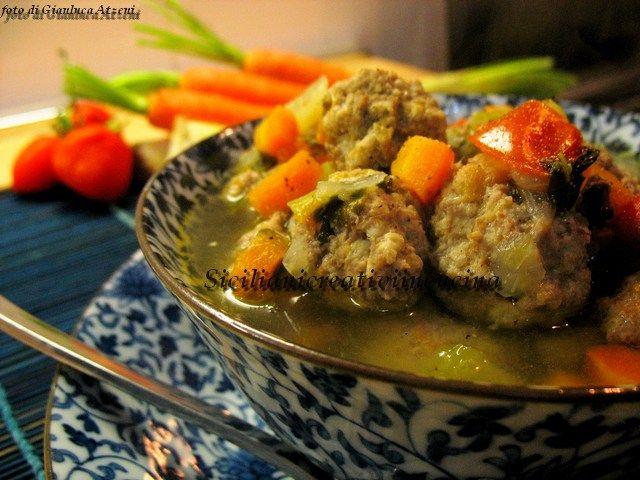 Polpettine in brodo con verdure fresche
