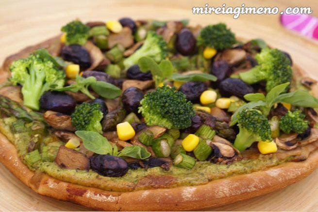 Pizza al pesto http://www.mireiagimeno.com/recetas/pizza-al-pesto