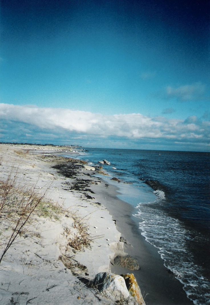 Öland Åland consists of 6,757 islands situated midway between Sweden and Finland. Although the people of Åland speak Swedish, this autonomous territory is part of Finland.