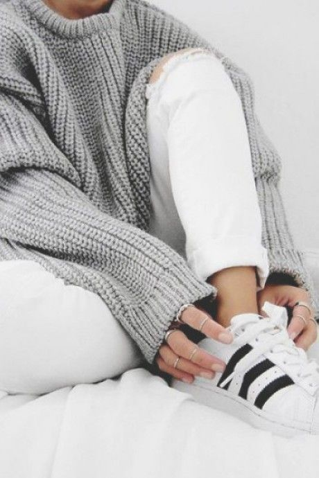 Neutral outfit. Gray comfy sweater with boyfriend white jeans and White superstar adidas sneakers. Fashion Trends.