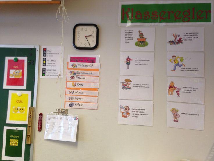 Klasserommet mitt i år for 6.klasse. Køasseromsregler, dagen i dag og trafikklys.
