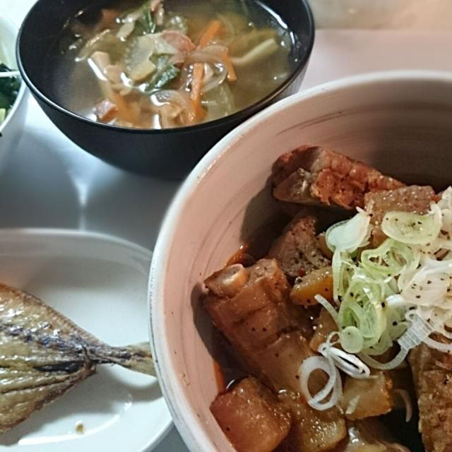 圧力鍋で20分。 大根は染み染み スペアリブは柔らかくできました。 - 12件のもぐもぐ - 大根とスペアリブの煮物 野菜たっぷりコンソメスープ 海藻サラダ アジの開き by mkrs