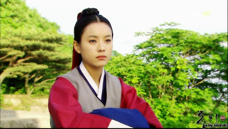 1275319417_201006010024487686222601_0_shinhwa3303.jpg (800×453)푸르름 속의 동이 Dong Yi(Hangul:동이;hanja:同伊) is a 2010 South Korean historical television drama series, starringHan Hyo-joo,Ji Jin-hee,Lee So-yeonandBae Soo-bin.About the love story betweenKing SukjongandChoi Suk-bin, it aired onMBCfrom 22 March to 12 October 2010 on Mondays and Tuesdays at 21:55 for 60 episodes.cal television drama series, starringHan Hyo-joo,Ji Jin-hee,Lee So-yeonandBae Soo-bin.About the love story…