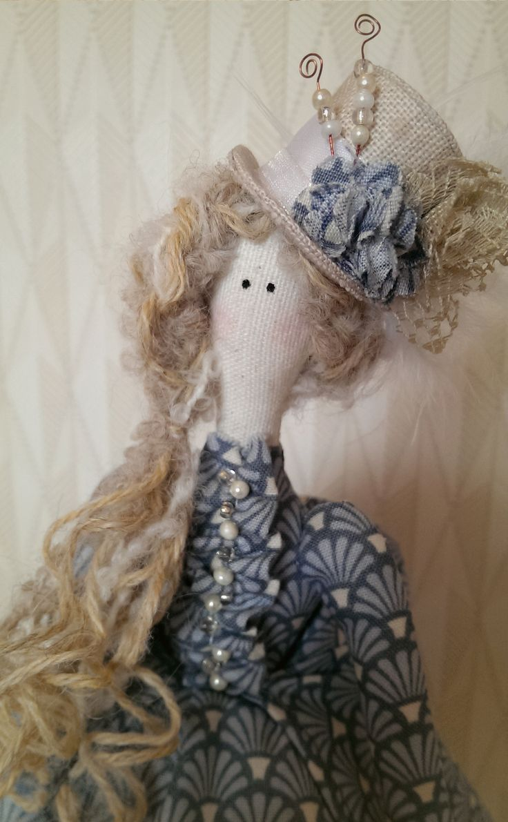 Tilda Doll: Victorian inspired dress and feathered top hat (2/4)