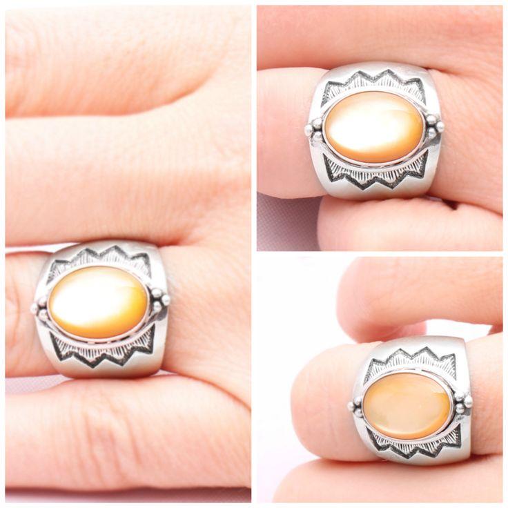 Favourite of the week - Sterling silver ring with mother-of-pearl. 3600 HUF.  A hét kedvenc ékszere - Ezüst gyűrű gyöngyházzal. 3600  Ft.