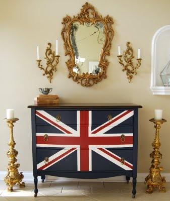 BOISERIE & C.: mobili ri-dipinti con la bandiera del Regno Unito, Union Jack