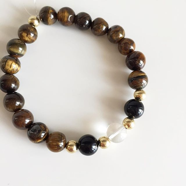♌️ Leo bracelet: Tigers Eye, Onyx, Clear Quartz, Gold Price EUR 20 (plus EUR 4 for international registered shipping, and EUR 4 for optional gift package). For your personal bracelet, contact me on e-mail in bio.  #bracelet #bracelets #semipreciousstones #leo #zodiac #sign #clearquartz #onyx #tigerseye #gold #armcandy #armparty #jewellery #jewelry #jewellerymaking #jewellerybrand #jewellerydesign #czechbrand #ombljewellery #dowhatyoulove