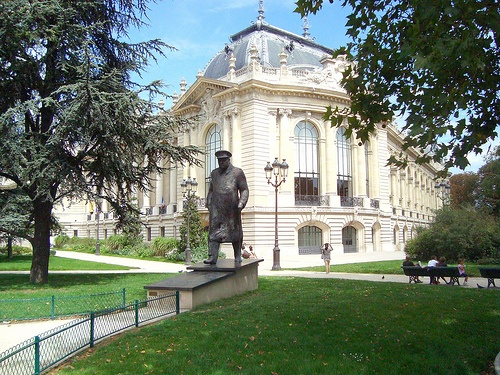 Churchill statue in front of le Petit Palais