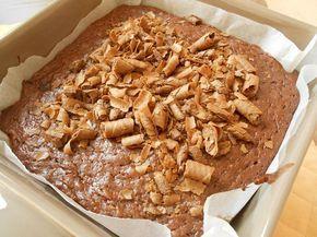 17/2/17 Brownies μερέντας χωρίς αυγά, για όσους τα αποφεύγουν ή δεν έχουν ή δεν τους αρέσουν. Ο λόγος δεν έχει σημασία. Σημασία έχει ότι είναι εκπληκτικά ακόμα και την επόμενη μέρα και μαλακά σαν να βγήκαν μόλις από το φούρνο. Με 4 μόνο υλικά!