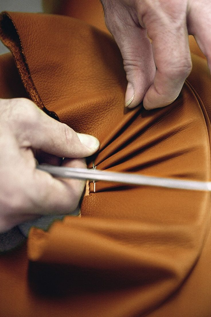 To enhance the natural qualities of leather, Poltrona Frau has developed exclusive processes based on 20 different production phases