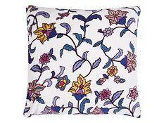 Miękka, delikatna poduszka z mikrofibry z motywem kwiatowym. Komfortowa w użytkowaniu, ciepła i aksamitna. Dostępny również koc. Można prać w temp. 40C.