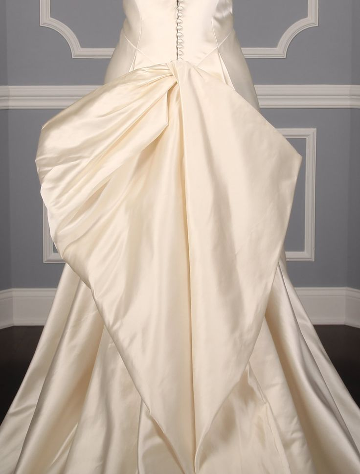 This 100% Authentic Ulla Maija Anna Maier Irenee 4016 wedding dress has two looks in one! The gown has a detachable train.  You can wear the gown & train for your ceremony & then if you like, you can easily remove the train for your reception. #ullamaija