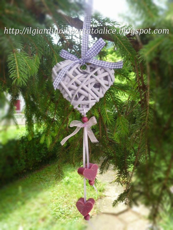 https://www.google.it/search?q=cuore midollino bomboniera con confetti