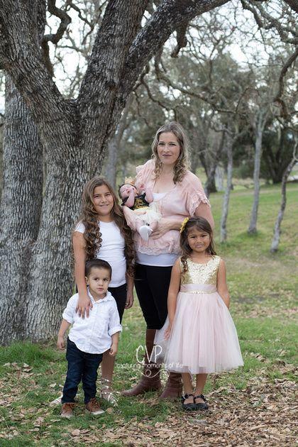 family portraits, Atascadero California, Hellman Park Family Portraits, Carolyn V Photography,