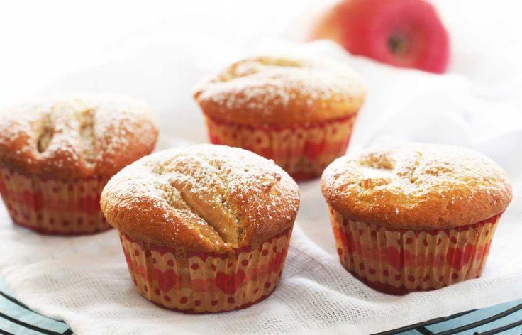 Man setter alltid stor pris på å få servert saftige kaker. Her er oppskrift på eplemuffins (eller cupcakes) med kanel, som er fint å ta med på dug...