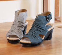 Love this shoes, they are next on my list to buy!Bonsai Wedges, Acacia Transformers, Acacia Catalog, Buy, Style Inspiration, Earth Bonsai, Products, Comforters Shoes, Lists