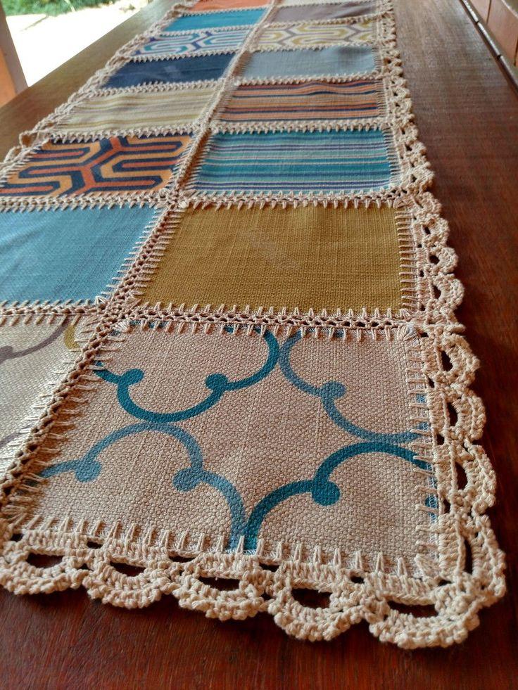 Caminho de Mesa 18P - Geométrico colorido Caminho de Mesa em patchwork e crochet, produzida a partir de mostruários de tecidos para estofamento. Cada pedaço de tecido é unido também manualmente com crochet. Peça única, exclusiva da Flor de Nana.