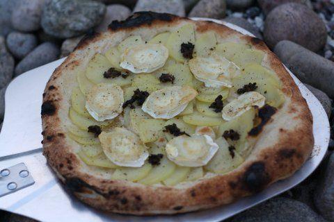 Kartoffelpizza med trøffel og gedeost