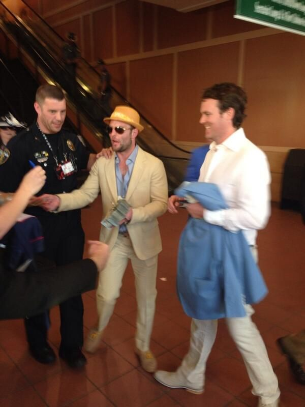 Wes Welker handed out $100 bills after winning big at the Kentucky Derby, fans say --  #ProFootballDenverBroncos