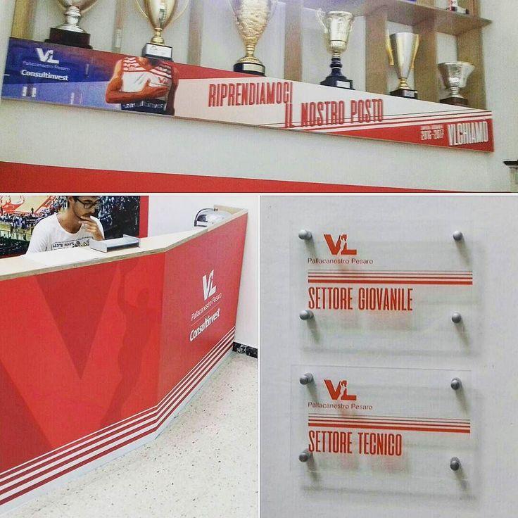 Allestimento nuova sede @victorialibertaspesaro  #vl #vuelle #vuellepesaro #VLchiamò #victorialibertas #Allestimento #stampa #digitale #plexiglass #forex #vinili #adesivi #digitalart #pesaro #madeinitaly