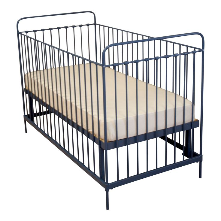 Baby Bed Dordogne  #fabsworld #metalenbabybedje #metalenbed #ijzerenbed #smeedijzeren bed #metalen ledikant #metalen bed #gietijzeren bed # vintage bed #nostalgische bedden #iron cot #iron bed #  romantische bedjes #metalen ledikantje  shop: www.metalenbabybedje.nl brand: Fabs World The Netherlands
