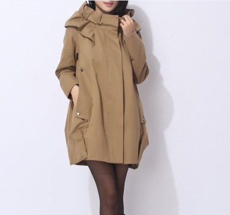 Khaki Windbreaker  This is so classic and exaggerated, just like Song Yi's style in My Love from Another Star.
