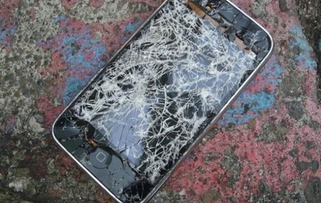 Un quarto degli #utenti di #iPhone hanno lo #schermo #rotto - http://www.appleflick.com/un-quarto-degli-utenti-di-iphone-hanno-lo-schermo-rotto/