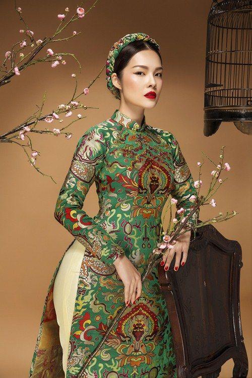 Diễn viên Dương Cẩm Lynh đẹp ấn tượng với áo dài gấm - 1