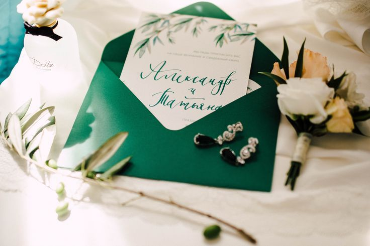 Concept, decor, flowers by Mrs. Maxim Wed Bureau | photo @youmewed #wedding #day #green #paper #invitations #jewelry #bride #morning #bridal