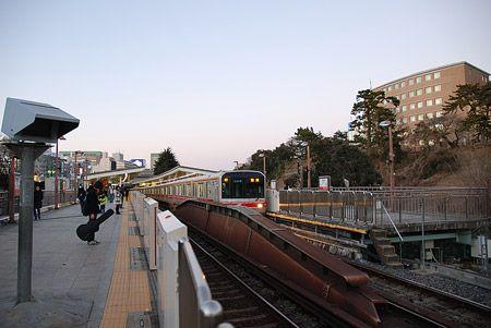 東京に、大きな空と緑を感じる。落ち着いた、文教の街。2015/2 四ツ谷駅 東京メトロ丸ノ内線B1607池袋行(02系)© 2010 風旅記(M.M.) *許可なく転載はできません...
