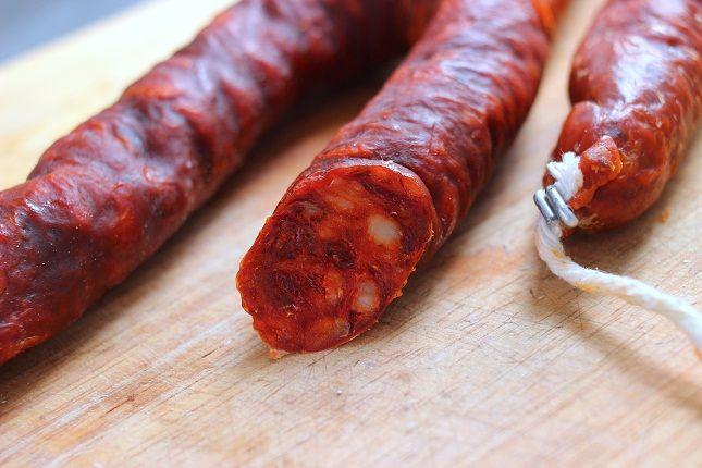 Marhahúsból készült kolbászok, szalámik