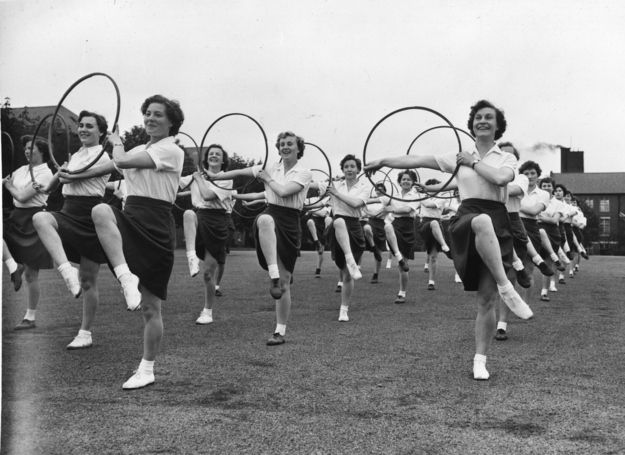Formation hoop exercises in 1935. Hoop, there it is!