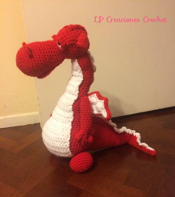 Dragon somnoliento. Patron de Sharon Ojala. Tamaño aproximado 40cm por 30cm de alto. Las alas las podes doblar y darle la forma que quieras.