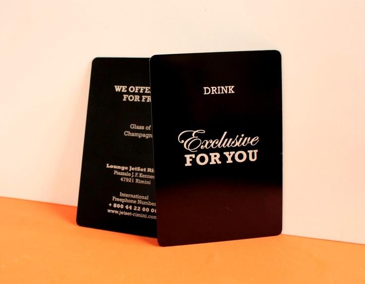 cartes de visite en aluminium anodisé noir. Gravure au laser (recto verso).  by http://www.pinkograf.com/en/products.html
