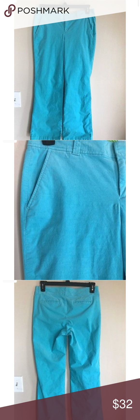 🏝Lilly Pulitzer Aqua Pants 🏝 Excellent condition!! Lightweight corduroy look. Floral printed fabric inside waistband. Side pockets and two back pockets. Lilly Pulitzer Pants Boot Cut & Flare