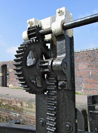Lock gate controls on a canal - Rack and pinion