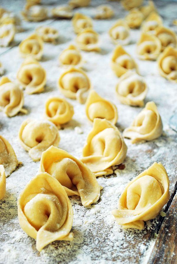 Varenyky, una pasta fresca rellena de delicioso puré de papas con cebollas caramelizadas. Si pudiera describirlos en una sola palabra sería ¨ perfección ¨