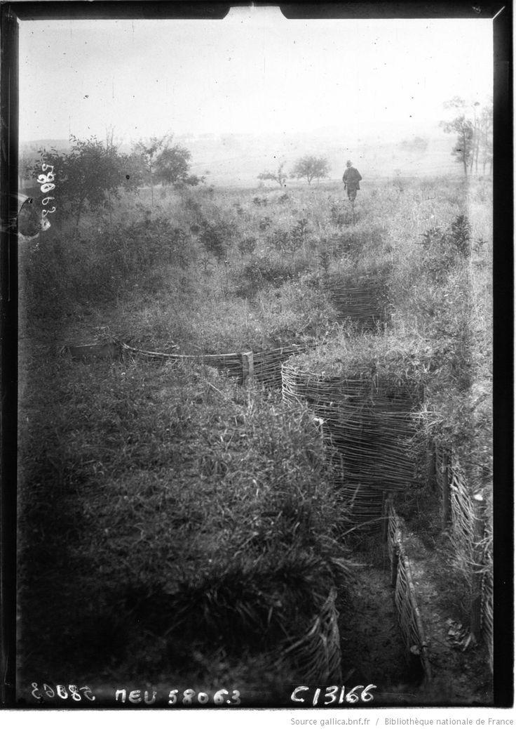 Commémoration de la bataille de la Marne : Varreddes : vue des tranchées allemandes : [photographie de presse] / Agence Meurisse
