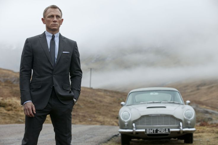 No one can wear a suit quite like Mr. Bond (photo: Columbia Pictures).