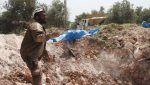 Serangan udara Rusia bunuh 8 relawan penyelamat di Hama  HAMA (Arrahmah.com)  Sedikitnya 8 pekerja kelompok penyelamat Suriah telah terbunuh pada Ahad (30/4/2017) dalam serangan udara Rusia yang menggempur kota Kafr Zeita di provinsi Hama barat laut Suriah.  Delapan relawan White Helmets terbunuh saat Rusia menargetkan markas mereka dengan bom vakum cluster dan pembakar lansir Zaman Alwasl.  Pemboman mematikan juga membuat rumah sakit utama di kota tidak dapat beroperasi lagi.  Pedesaan…