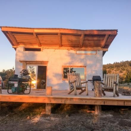 What would your home look like if you unplugged for good? Tour these one-of-a-kind versions of living that dream as seen in three DIY Network specials of Building Off the Grid: Mountain Man Cave, Tiny House on a Lake and Coastal Maine.