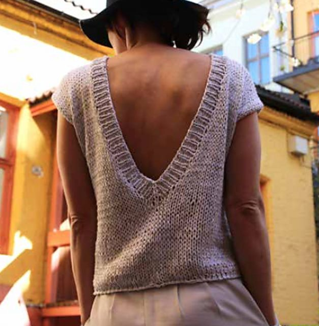 Ravelry: Back yard top / Bakgårdstopp by Anna & Heidi Pickles