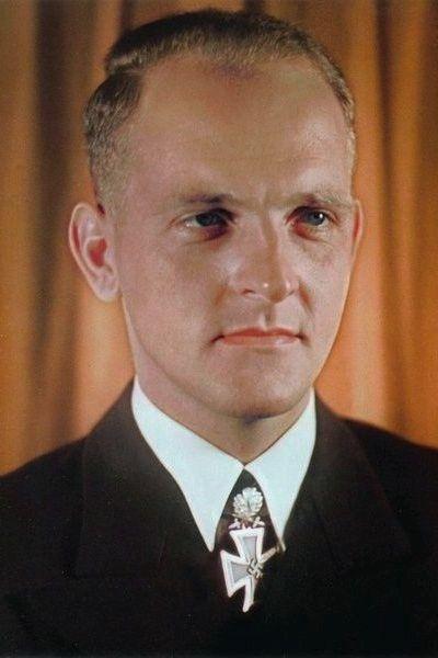 """Kapitänleutnant Erich Topp (1914-2005), Kommandant Unterseeboote """"U 552"""", Ritterkreuz 20.06.1941, Eichenlaub (87) 11.04.1942, Schwerter (17) 17.08.1942"""